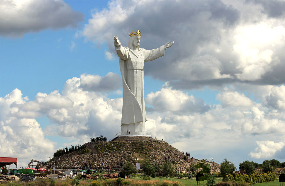 Cesta zanejvyšší sochou Krista nasvětě